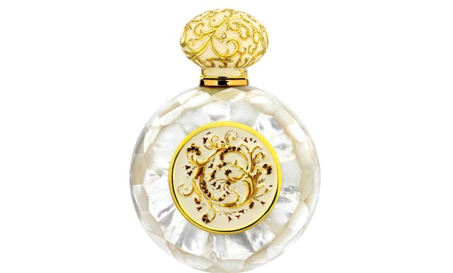 10 парфумерних композицій для зустрічі Нового року: Аромат Legacy White від Alexandre JДрагоценная крапля парфуму перенесе вас у безмежний світ блаженства, любові і