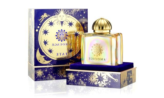 10 парфумерних композицій для зустрічі Нового року: Аромат Fate від AmouageЕто притягальний, чуттєвий аромат з яскравими квітковими шипровими нотами. Він розбурхує фантазію ароматами