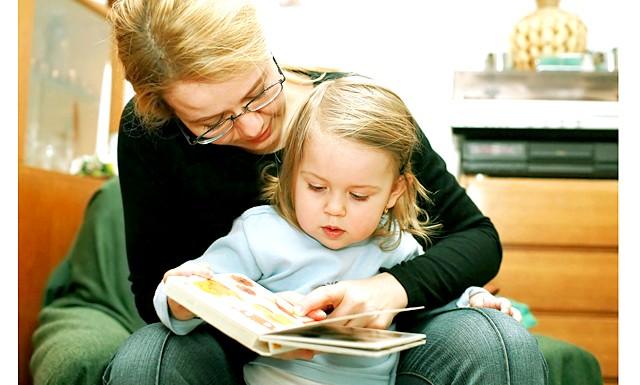 10 законів раннього навчання дітей читання: Вчити - НЕ переучітьМаленькіе діти дуже здібні і сприйнятливі: за короткий час у них формується мовної