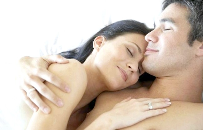 15 фактів про чоловіків: 11. В середньому у чоловіків температура тіла вища, ніж у жінок. Якщо взимку у вас в квартирі холодно, рекомендується спати