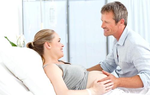 15 фактів про чоловіків: 9. У 30% чоловіків, які були присутні на пологах своїх дружин, траплялися проблеми з ерекцією, які тривали від двох місяців до