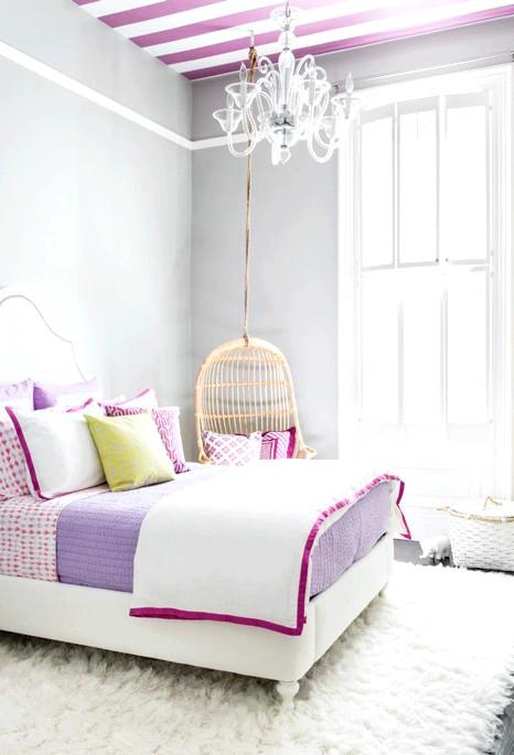 15 ідей для створення казкової дитячої кімнати: Маленька принцеса буде відмінно відчувати себе в спальні, для обробки якої обрані світлі тони, що перемежовуються кольоровими акцентами. У ролі таких