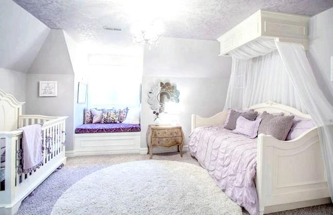 15 ідей для створення казкової дитячої кімнати: Дуже витонченим виглядає приміщення, декороване в прохолодних бузкових тонах. Родзинка цієї дитячої кімнати - затишне місце для читання, облаштоване на