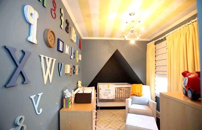 15 ідей для створення казкової дитячої кімнати: У кімнаті для хлопчика смугастий стелю можна зробити приглушено-жовтим, поєднуючи його з сірими стінами. Яскравості інтер'єру додадуть акценти - різнокольорові