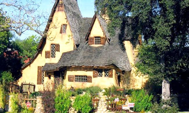15 місць, що надихнули Діснея на створення їх копій: Хто сказав, що простота не надихає? Прості, але ідеальні, як з листівки, будиночки в Лос-Фелісі, передмісті Лос-Анджелеса, послужили прототипом будиночка
