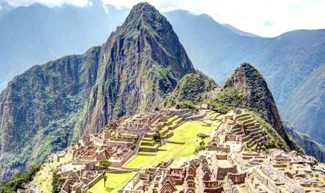 15 місць, що надихнули Діснея на створення їх копій: На створення декорацій для імперії інків в мультфільмі «Пригоди імператора» мультиплікатори були натхненні містом Мачу-Пікчу, а прототипом гірського села Пача