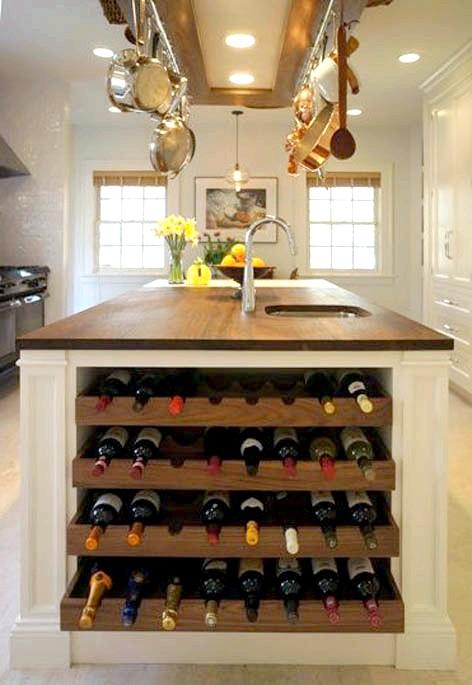 20 простих ідей, як обладнати функціональну кухню: Сховище для пляшок віна.А ті, у кого немає домашніх тварин, можуть перетворити бічну частину в стійку