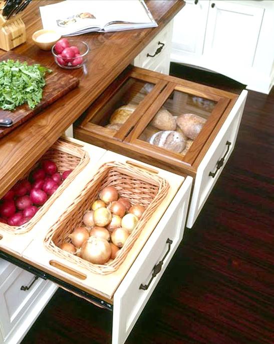 20 простих ідей, як обладнати функціональну кухню: Кошики для зберігання овощей.В них же дуже зручно зберігати картоплю та інші овочі, які не вимагається