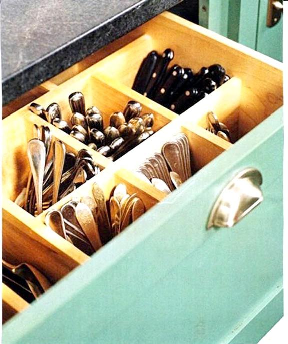 20 простих ідей, як обладнати функціональну кухню: Глибокий ящик для пріборов.Поварешкі, качалки, лопатки досить компактні самі по собі, але в сукупності займають дуже