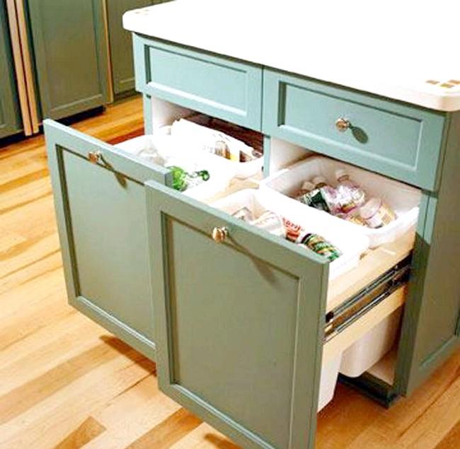 20 простих ідей, як обладнати функціональну кухню: Вбудовані сміттєві контейнери.Нікто не хоче споглядати сміттєвий контейнер під час готування. Рішення проблеми - зробити його