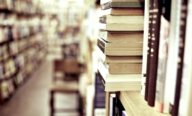50 книг, які повинен прочитати кожен: 1. Франсуа Рабле. «Гаргантюа і Пантагрюель» (1532-1553). 2. Мігель де Сервантес Сааведра. «Хитромудрий ідальго Дон Кіхот Ламанчський» (1605-1615). 3.