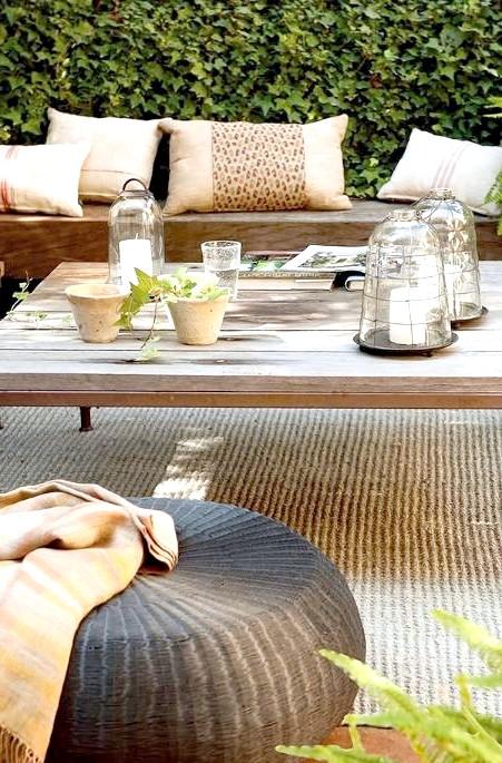 6 декоративних елементів для патіо в Вашому саду: Ідея № 1 - пуфики Крім того, що у вас вже стоїть на патіо (а зазвичай це лавка і