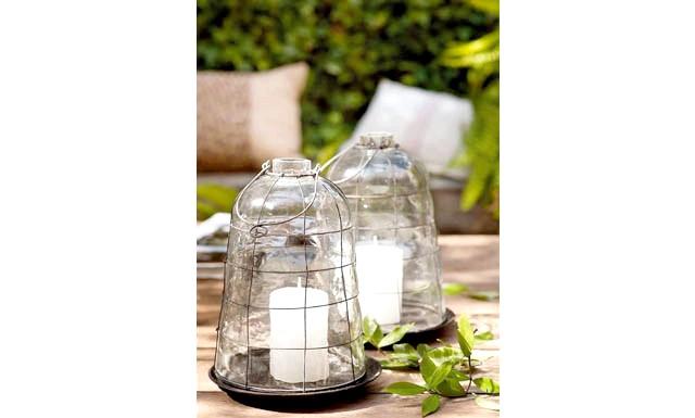 6 декоративних елементів для патіо в Вашому саду: Ідея № 3 - скляні свічники Красу вогню важко переоцінити. Якщо розводити багаття кожен раз для вас занадто клопітно,