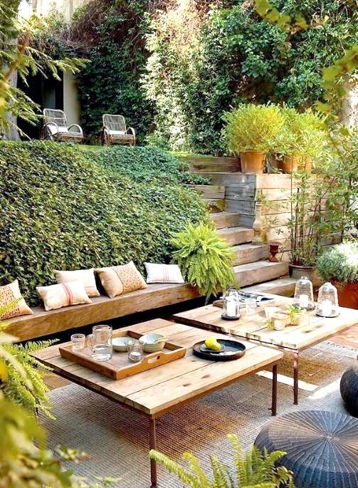 6 декоративних елементів для патіо в Вашому саду: Ідея № 5 - великий кавовий столик Багато нехтують кавовими столиками, вважаючи, що звичайний замінить все. Але на самому