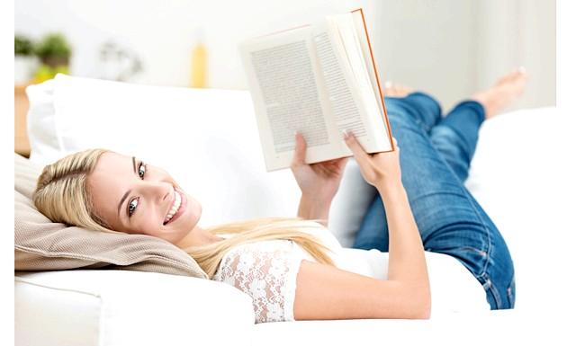 7 книг, які повинна прочитати кожна жінка: Автор світового бестселера «100 речей ідеального гардеробу» - один з найавторитетніших експертів моди, головний суддя популярного