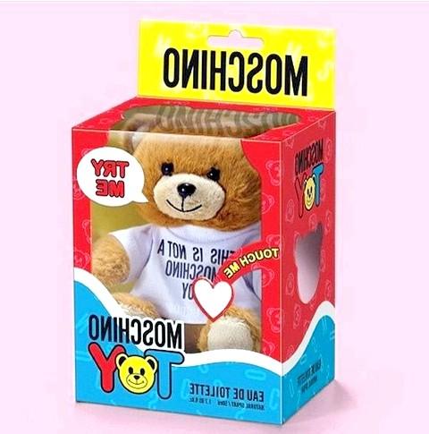 Аромат-іграшка від Moschino: Moschino Toy - це аромат унісекс, що володіє легкою квітково-деревної композицією. У її складі гармонійно поєднуються ноти фіалки, лаванди, ялівцю і