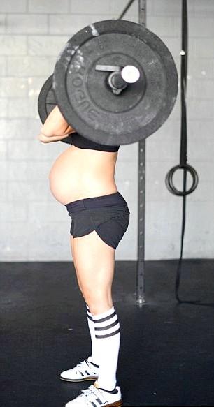 Вагітна зі штангою: Як правило, лікарі не рекомендую вагітним піднімати тяжкості - це може викликати серйозні пошкодження, передчасні пологи. Особливо, якщо вагітність і