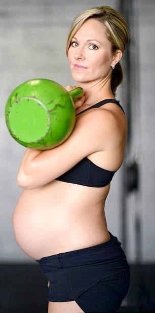 Вагітна зі штангою: Вагітні та важка атлетика - це, як з'ясувалося, не така вже й редкость.http: //youtu.be/cRygNWfowyI