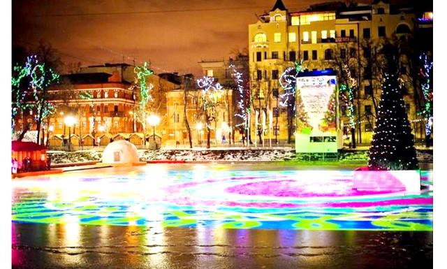 Безкоштовна ковзанка з прокатом відкриють на Пушкінській площі: На Пушкінській площі 12 грудня на майданчику «Лускунчик» пройде відкриття безкоштовного катка. Працювати каток буде до 11 січня, але не