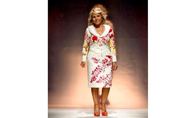 Blumarine колекція весна - літо 2015: Красиві сукні, квіткові принти, ніжна кольорова гама і дивовижна вишивка бісером в новій колекції італійського модного будинку Blumarine виглядають жіночно