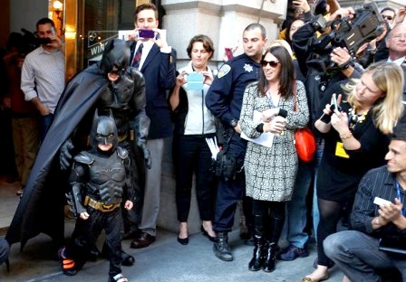 Хворий на лейкемію хлопчик на один день став Бетменом: Все було по-справжньому: Сан-Франциско поставив рекорд по наймасштабнішою театральної трансформації в історії міста. Спочатку пролунав сигнал тривоги, а потім