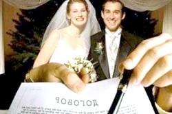 Укладення шлюбного договору між подружжям