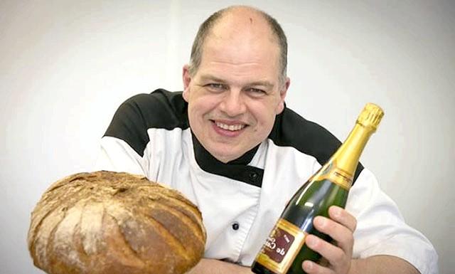 Британський пекар випік дорогоцінний хліб за рецептом XVI століття: Рецепт хліба був знайдений в посібниках для пекарів XVI століття. У той час використання екзотичних інгредієнтів для випічки хліба було