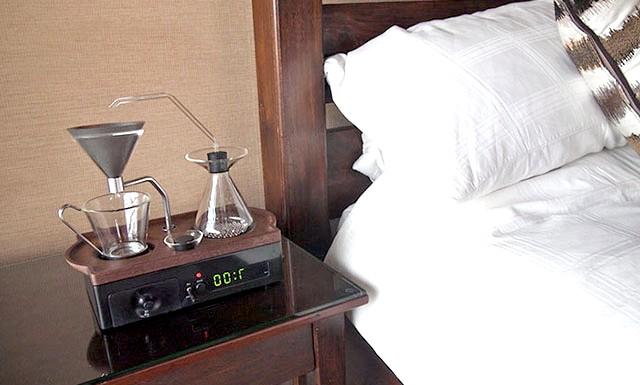 Будильник, який розбудить вас свіжим кави: Ну, а як наприклад, щодо чашечки кави в ліжко? Зовсім інша справа, правда? Дизайнер Елоді Деласус, здійснив цю мрію. Він придумав новий