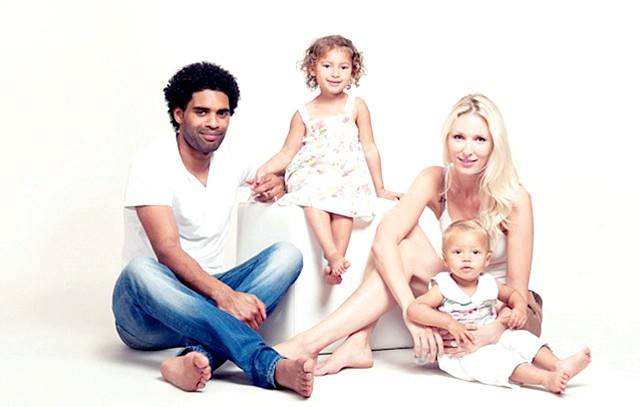 Найкрасивіша сім'я Великобританії: Батько сімейства, 33-річний Ентоні і мама - 31-річна Кімберлі, а також їх троє дітей - Тіллі (5 років), Мейсі (3