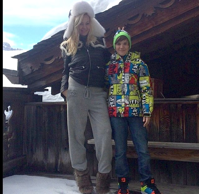 Чим займалися діти зірок на канікулах ?: Коля Батурин проводив час з мамою Яною Рудковської на популярному гірськолижному курорті у французьких Альпах - Куршевель.
