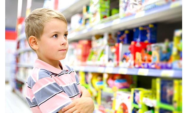 Що подарувати синові на 23 лютого ?: Здається, що, якщо у дитини багато різноманітних іграшок, його важко здивувати. Але це не так! Просто купувати подарунок маленькому синові