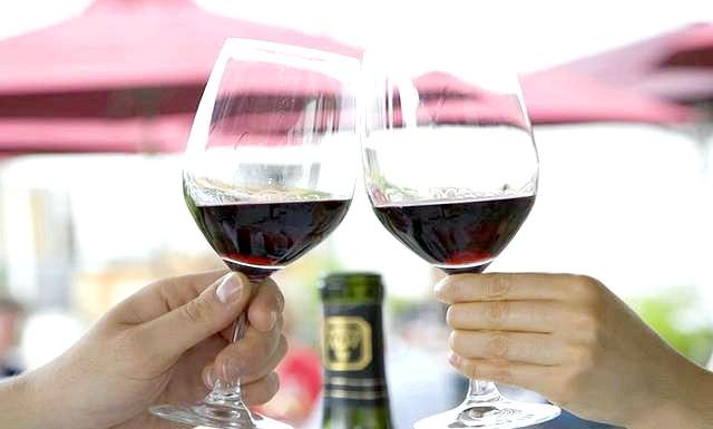 Що приготувати на романтичну вечерю ?: Що приготувати на романтичну вечерю коханій людині? Для початку поговоримо про напої на вечері. Найчастіше