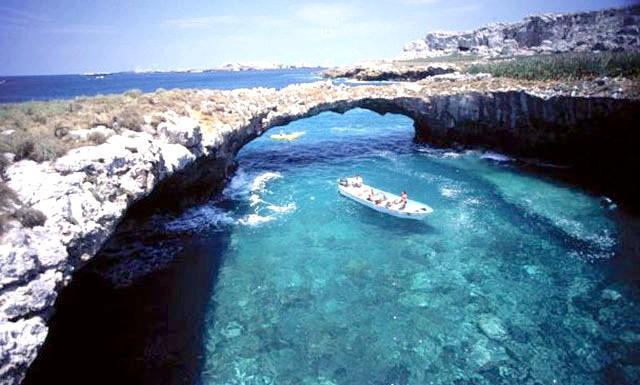 Прихований пляж на островах Марієта у Мексиці: Острови Марієта, які знаходяться в декількох кілометрах від Мексиканського узбережжя, раніше були місцем військових випробувань, так як були нежилі. Ще