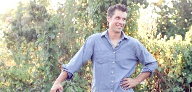 Квіткова ферма сім'ї Бензакен: Кріс Бензакен, чоловік Ерін, курирує всі питання з області виробництва: будівництво теплиць, грунт, полив і доставка.