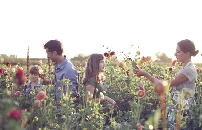 Квіткова ферма сім'ї Бензакен: Діти в цій сім'ї, Елора і Джаспер, теж дуже люблять природу, тварин, квіти і світ навколо, вони завжди із задоволенням
