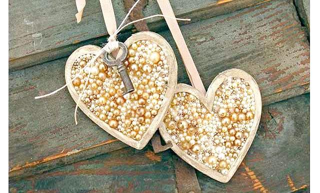 Декор до дня святого Валентина своїми руками: Хто сказав, що декор до дня Святого Валентина обов'язково повинен бути червоним, рожевим або білим? Незважаючи на те, що ці