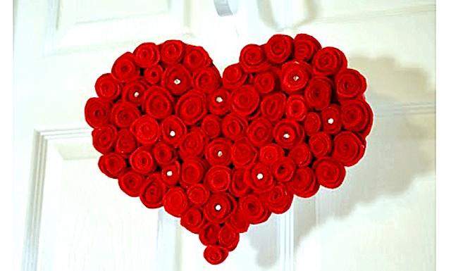 Робимо самі: Велике червоне серце: Вам понадобітсяКартон Фетрова тканину (повсть) або будь-яка інша щільна тканина Папір чи фарби червоного