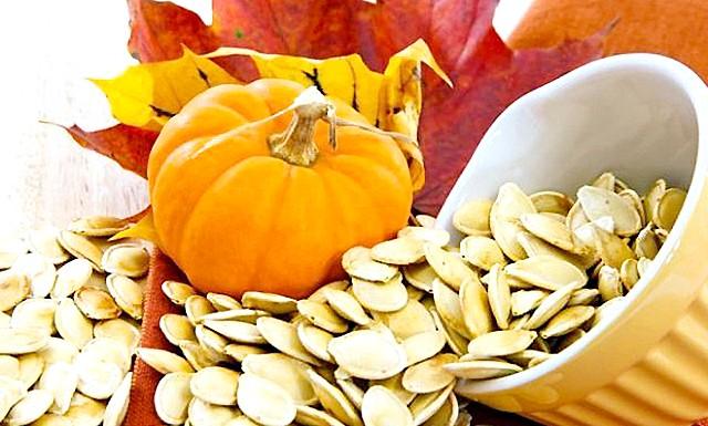 Десять корисних властивостей гарбузового насіння: Вони не тільки смачні в злегка підсмаженому вигляді, але і додадуть безліч важливих вітамінів і мікроелементів у вашу дієту.