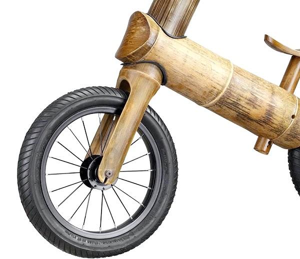 Дитячий ековелосіпед з бамбука: Придумала дерев'яний велосипед компанія «GreenChamp», яка не вперше використовує в роботі досить незвичайні рішення. Цього разу черга