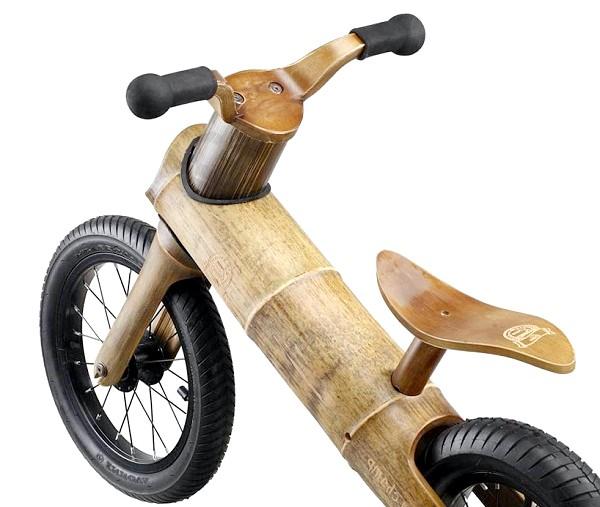 Дитячий ековелосіпед з бамбука: Незважаючи на те, що сидіння виконане з бамбука, сидіти на ньому комфортно завдяки унікальній ергономічній формі, що повторює вигини тіла. Міцність