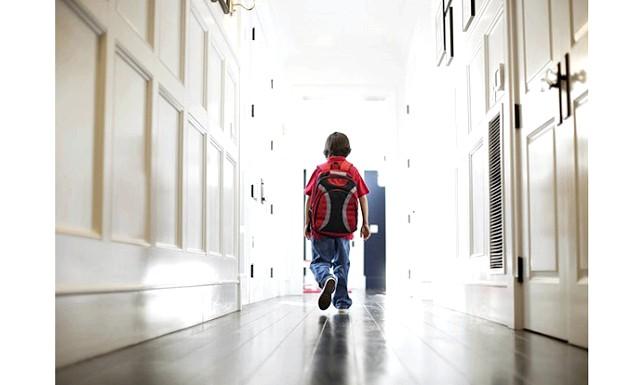 Дев'ятирічний заєць прилетів до Лас-Вегас: Екіпаж літака, стурбований тим, що 9-річна дитина перебуває на борту абсолютно один, зв'язався з поліцією Лас-Вегаса, співробітники якої зустріли дитини