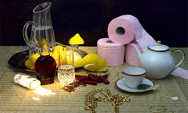 Дієти знаменитостей у смішному фотопроекті: 1. Бейонсе Ноулз: кленовий сироп, лимонний сік, кайенский перець, трав'яний проносний чай, сіль. Не дивно, що при такій очисній дієті співачці