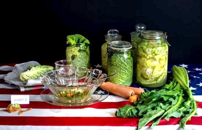 Дієти знаменитостей у смішному фотопроекті: 6. Білл Клінтон: капустяний суп і цілий набір овочів. Раніше Клінтон був неумерен в їжі, що призвело до легкої