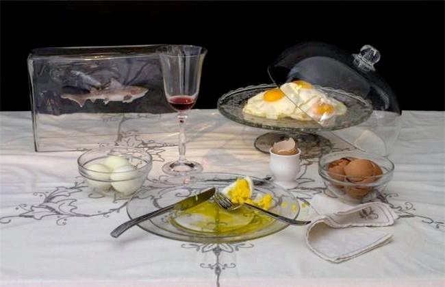 Дієти знаменитостей у смішному фотопроекті: 7. Чарльз Саатчі: келих вина і приготовані різним способом дев'ять яєць. Всесвітньо відомий колекціонер сучасного мистецтва і власник галереї The