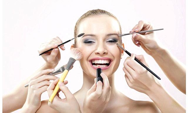 Для жіночої привабливості макіяж не потрібно: У справі визначення жіночої привабливості основне значення має не вмілий макіяж, а натуральна зовнішність. Американські дослідники сфотографували 44 студентки як