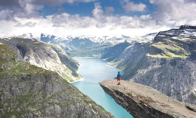 Пам'ятка, від якої захоплює дух: Свою назву скеля отримала через свою химерної форми, що нагадує мову гіганта. Гора знаходиться на висоті 1100 метрів над рівнем моря.