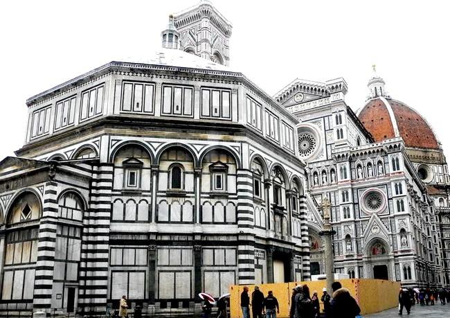 Дощова Флоренція: Баптистерій Сан-Джованні (Battistero di San Giovanni) - шедевр століття