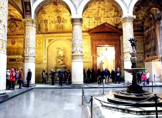 Дощова Флоренція: Внутрішній дворик Палаццо-Веккьо