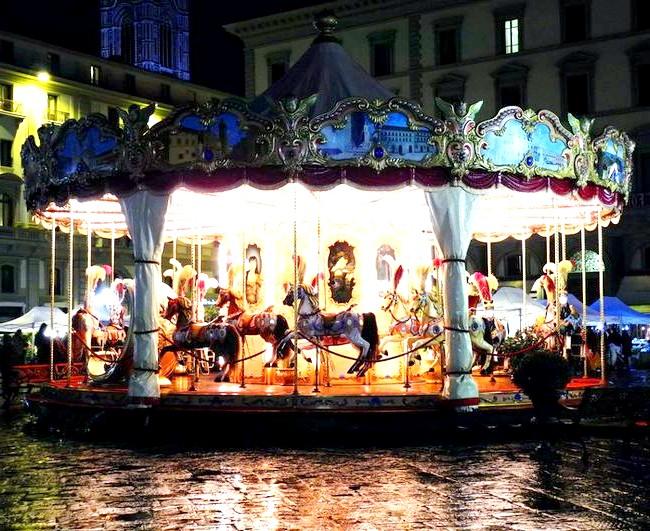Дощова Флоренція: Карусель на Piazza della Repubblica