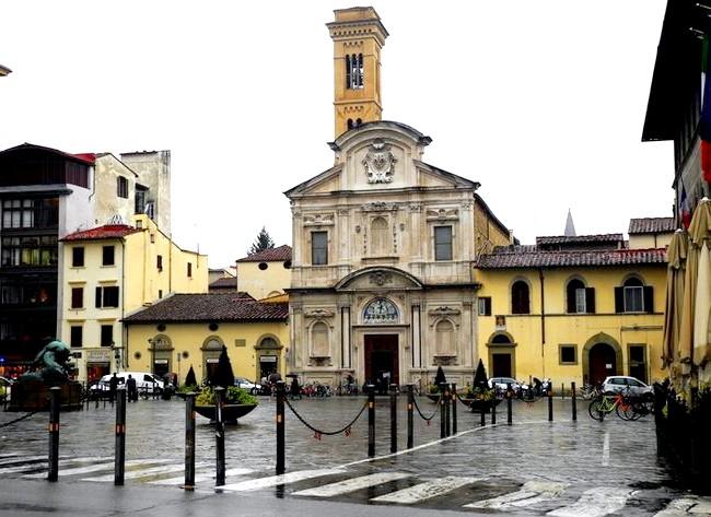 Дощова Флоренція: Piazza Ognissanti